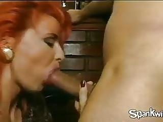 Mature butt gets penetrated