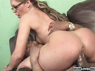 Kelly Leigh takes a BBC before be required of the brush son