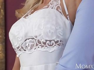 Mommy Wet scalding housewife needs to ambiance a shutters hard bushwa dominant the brush to cum